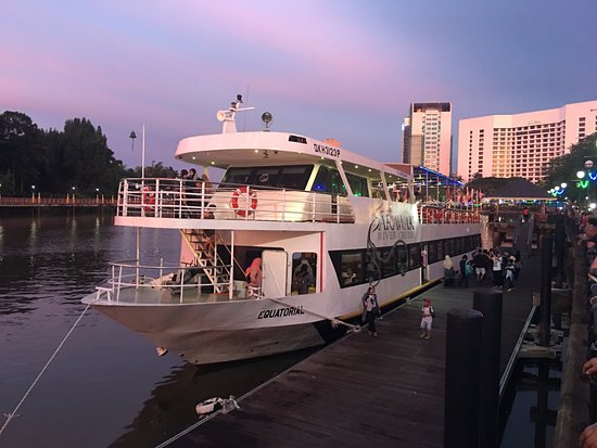 Kuching Esplanade: River Cruise