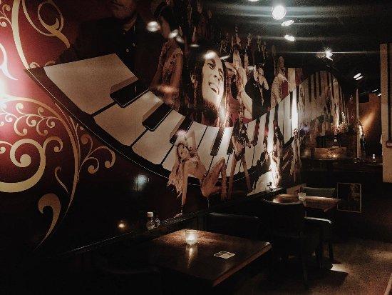 Interieur van Swing Gouda met onze unieke en beroemde muur - Foto ...