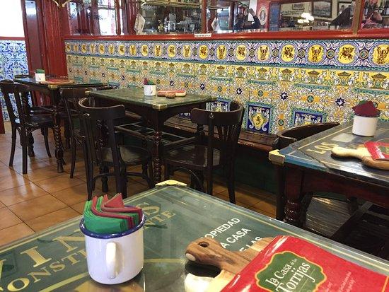 Azulejos picture of la casa de las torrijas madrid for La casa de los azulejos