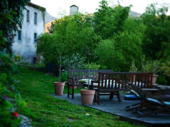 Vialas, Francia: Agréable terrasse face à la vallée