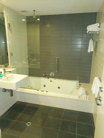 Causeway 353 Hotel: TA_IMG_20170413_194821_large.jpg