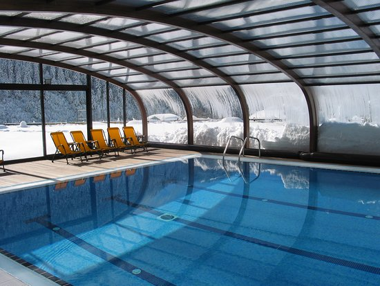 Piscina cubierta climatizada (descubierta en verano) Hotel Montarto