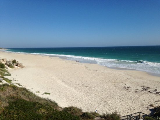 Mindarie, Australia: Beach looking south