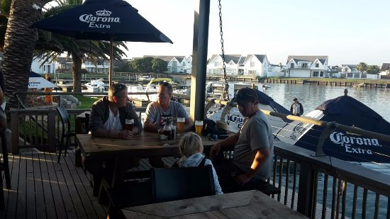 Saint Francis Bay, Zuid-Afrika: Beers and Sangria on the deck of Quayside