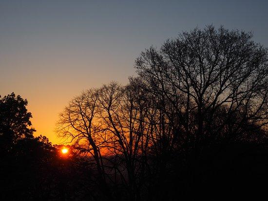 Manoir de La Villeneuve : Sunrise from our bedroom window