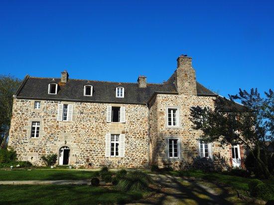 Manoir de La Villeneuve : Beautiful bathed in sunshine.