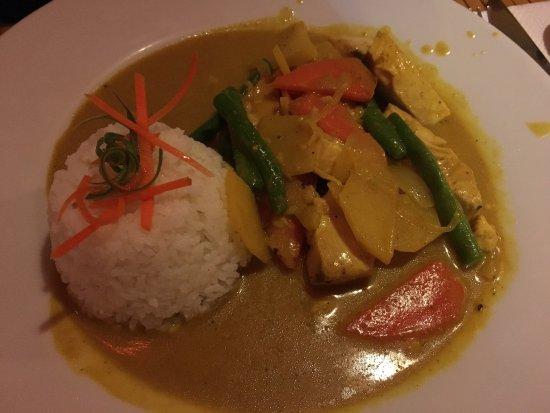 Relax Thai Restaurant: Vorspeise und Fischcurry