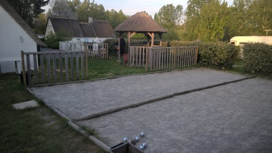 Saint-Lyphard, Francia: Petanque and BBQ area