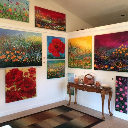 Wimberley, TX: As you step in the gallery here is part of what awaits you inside!