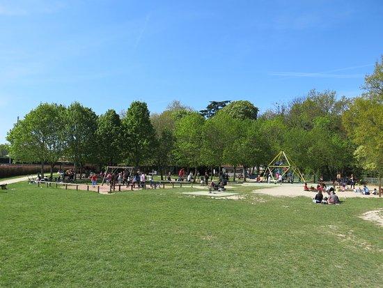 Pr u00eat pour la glisse! Photo de Parc Pierre, Sainte Genevi u00e8ve des Bois TripAdvisor # Restaurant La Grange Sainte Geneviève Des Bois