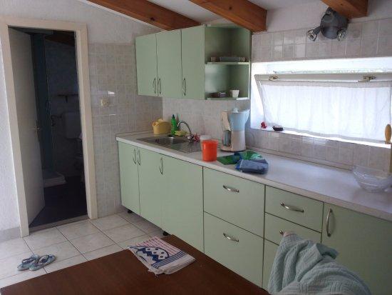 Bed & Breakfast Alaburic: Vista della cucina