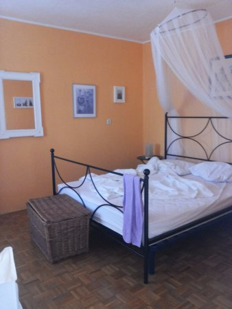 Bed & Breakfast Alaburic: Vista della camera
