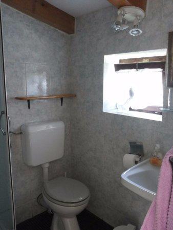 Bed & Breakfast Alaburic: Vista del bagno