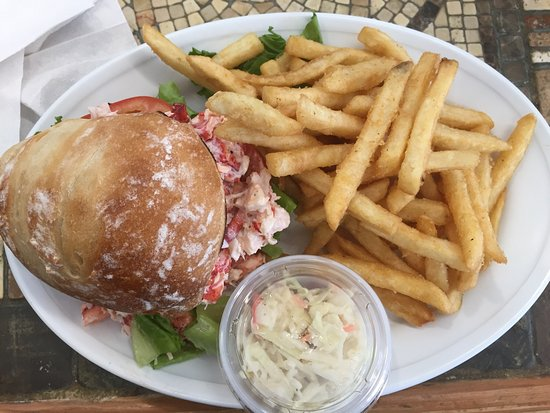 Acton, MA: Delicious food.  Can't stop thinking about the lobster roll.