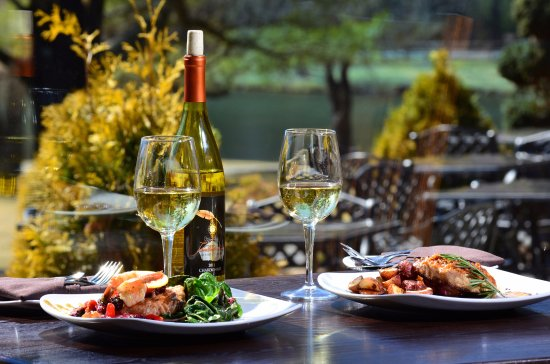 Chetola Resort at Blowing Rock: Wonderful meals at Timberlake's Restaurant - Located on site
