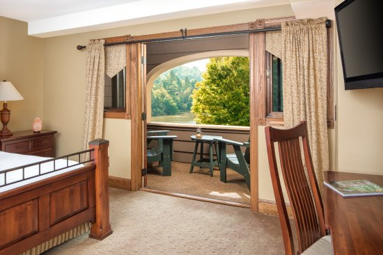 Chetola Resort at Blowing Rock: View from the Bob Timberlake Inn