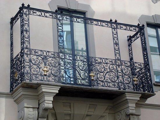 Balconcino in ferro battuto - Foto di Casa Toscanini, Milano ...