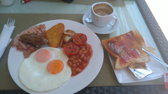 The Greenhouse Sports Bar & Restaurant: Full Englsh breakfast with toast, butter, jam. Bacon sausage, hash brown, mushrooms, tomatoes, b