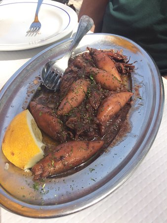 Casa De Pasto O Ze: Super squid . Restaurant is the yellow one .