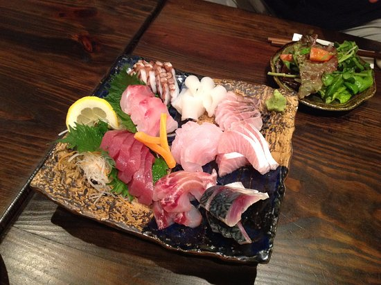 奄美市, 鹿児島県, 刺身盛り合わせ。本州ではあまり見られないお魚もありました。