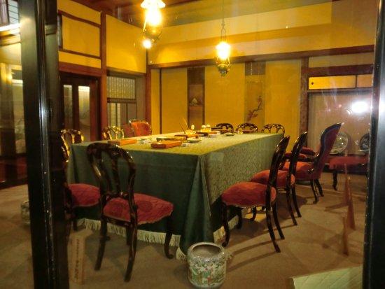 講和会議に使用した椅子やテーブルや調度類 - Photo de Nisshin Kowa ...