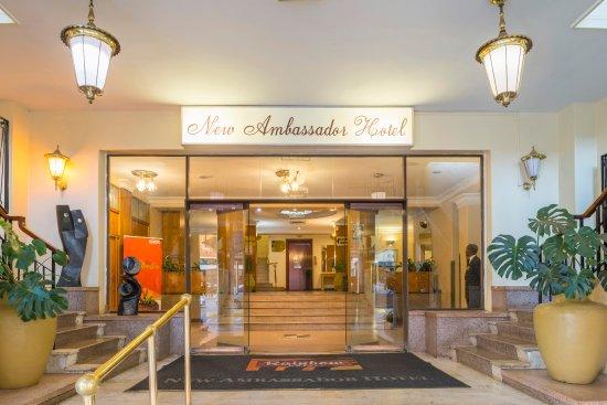 New Ambassador Hotel Harare : Entrance view