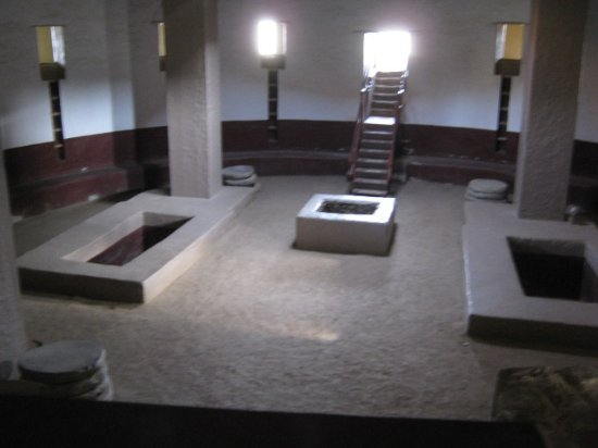 Aztec, NM: the reconstructed kiva