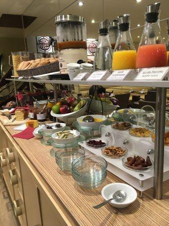 Best Western Hotel Graslin : chambre supérieur et buffet petit déjeuner
