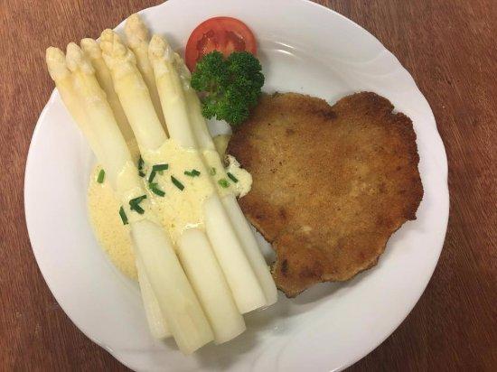 Regionaler Spargel aus Malterdingen mit hausgemachter Sauce Hollandaise