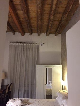 B&B Vicolo del Lupo: Nice b&b! Clean, close to Spanish Steps and metro Spagna. Breakfast served in your room. Would s