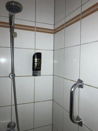 Hotel zum Schwan: Dreckige Dusche (2)