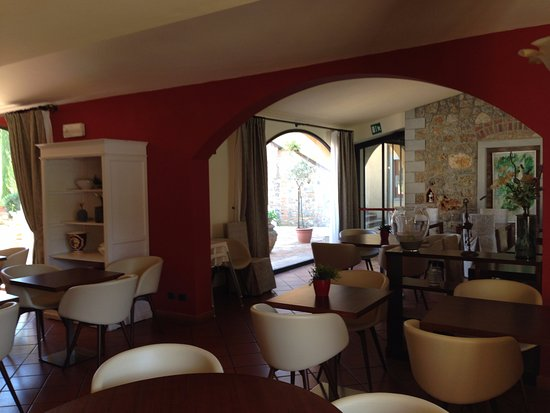 Hotel Casolare le Terre Rosse: sala colazione e bar