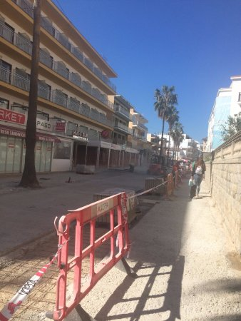 Update showing building work going on around the Sur 12th April 17