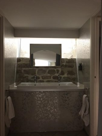 Hotel France d'Antin: Hotel washroom