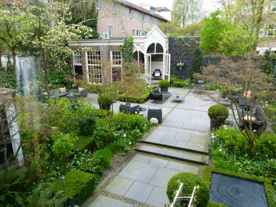 Canal House: Lovely garden