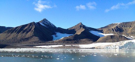 Mary-Ann's Polarrigg : ....spitze Berge....Umgebung...