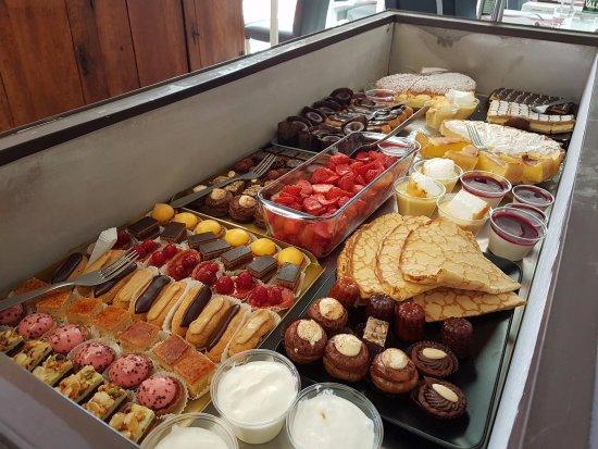 Villefranche-de-Lauragais, ฝรั่งเศส: Hummmmm !!! Les pâtisseries !!!