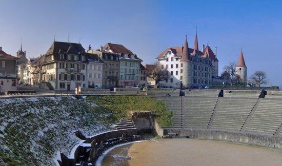 Le café des Arènes vous accueille au coeur de la vieille ville historique d'Avenches.
