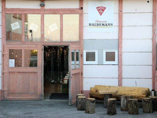 Sugiez, سويسرا: Reinspazieren und köstliches Bier degustieren.