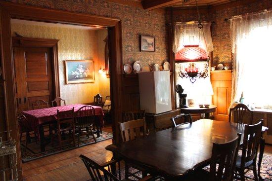 Victorian Charm Inn: Dining Rooms