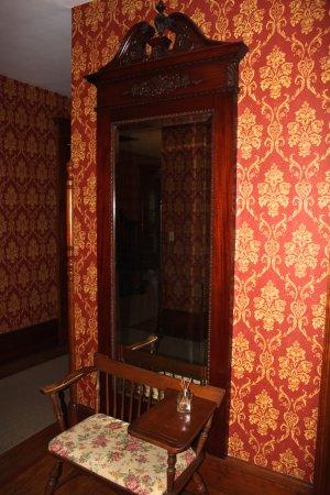 Victorian Charm Inn: Hallway