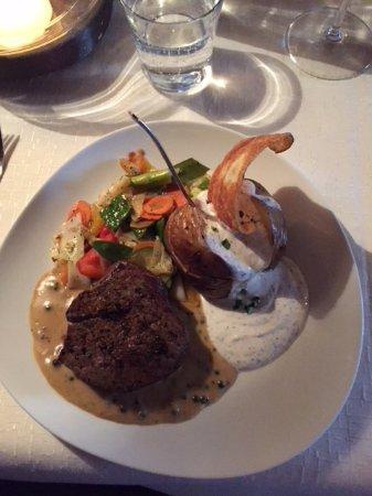 Flachau, Austria: Filetsteak 180 gr. Ofenkartoffel u. BBQ-Gemüse