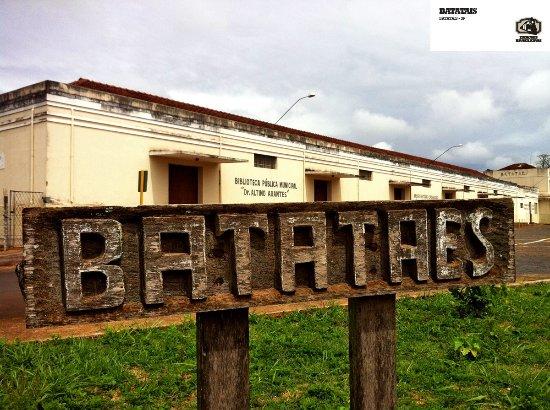 Batatais, SP: Fachada do museu e biblioteca