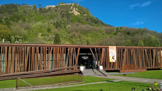 Salins-les-Bains, Francia: L'escalier pour descendre devant le casino
