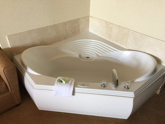 Grand Hotel & Spa: Awesome garden tub