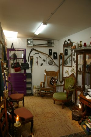 Edgewood, NM: Fine antique furniture and collectables