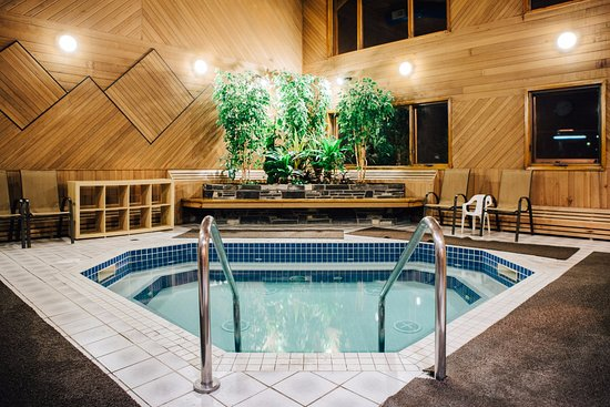 Indoor Hot Tub Picture Of Mountaineer Lodge Lake Louise Tripadvisor