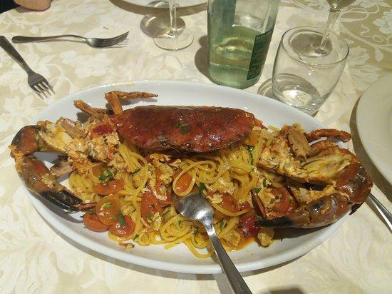 La Tana Degli Amici : Spaghetti con granchio  squisiti