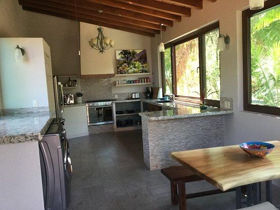 Hacienda de la Costa: Kitchen and laundry of the La Vista room, it has everything.