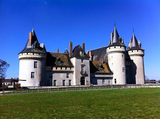 Ch teau de sully sur loire picture of chateau de sully for Clair logis sully sur loire